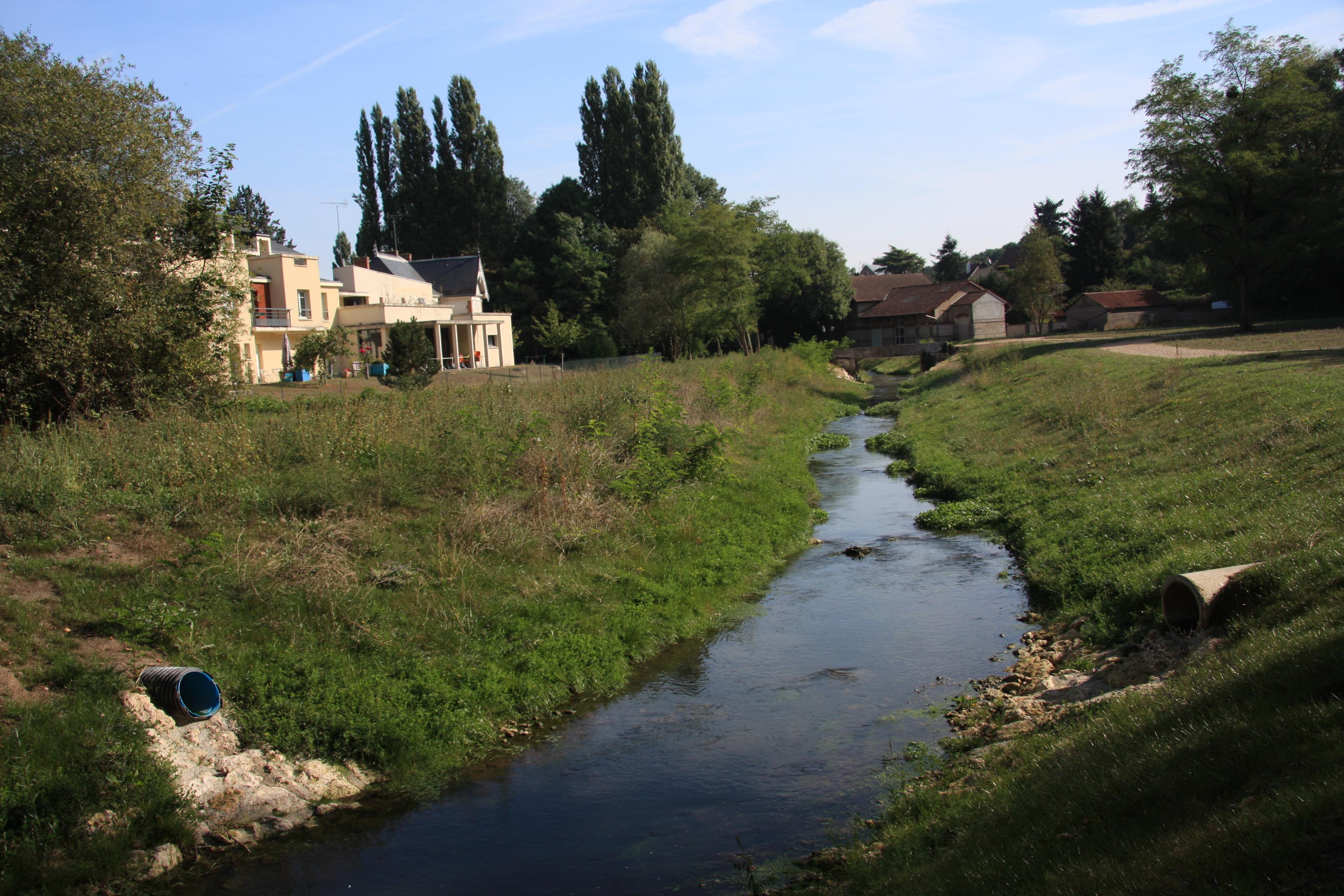 Restauration du Gault à Château-Renault (37) - Le Gault en aval des abattoirs communaux (après les travaux)
