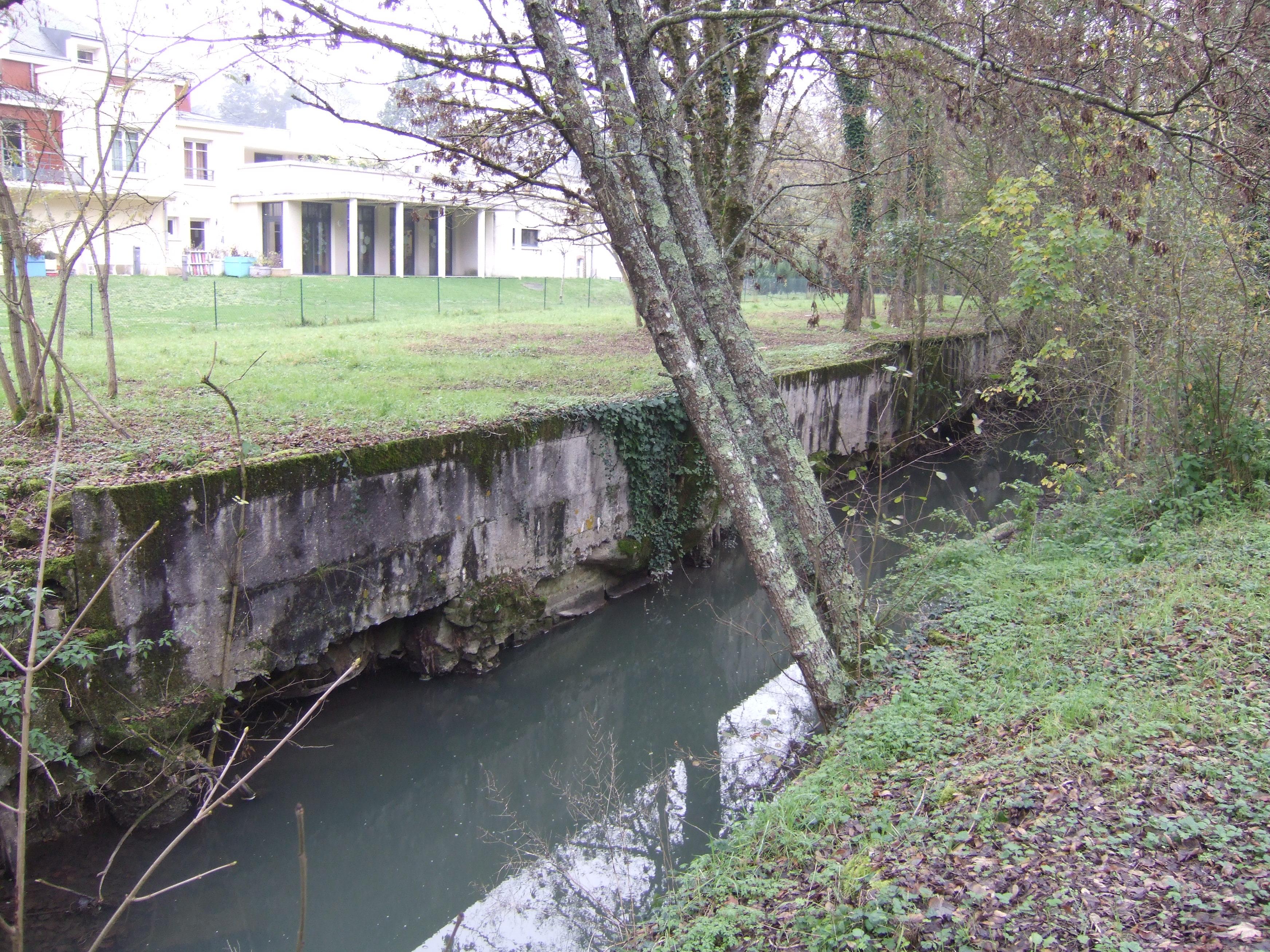 Le Gault en aval des abattoirs communaux (avant) - Restauration du Gault à Château-Renault (37)